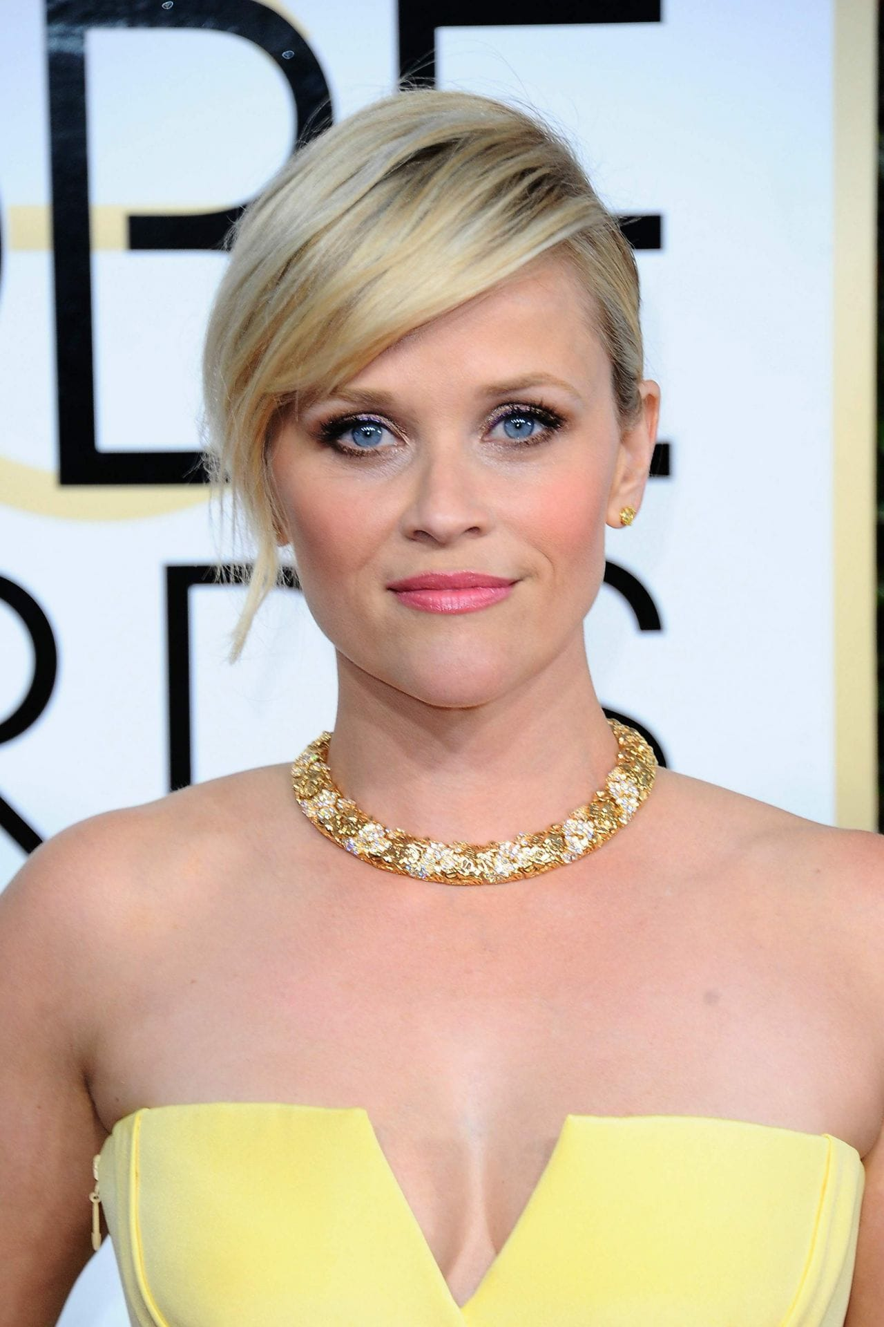 Reese-Witherspoon-trẻ-da-bí mật